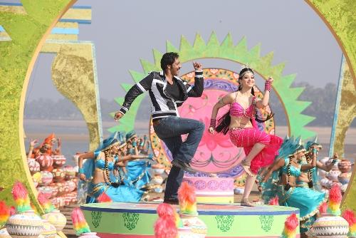 Ajay-Tamannaah-himmatwalaStill-showbizbites