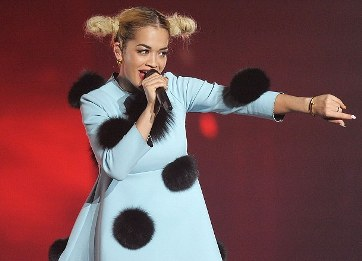 Rita Ora fashion mishap in tokyo-showbizbites