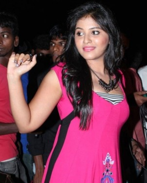 Anjali at Settai Launch-Showbizbites