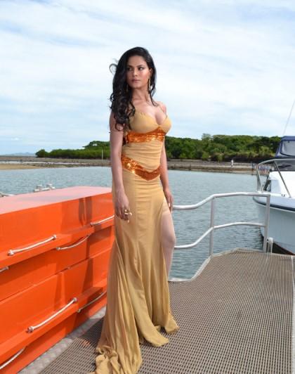 veena-supermodel-showbizbites