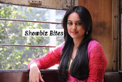 Sonakshi Sinha in the tram-showbizbites-01