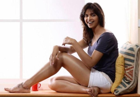 Top 10 Tallest Actresses of Bollywood, Hot Tallest ...
