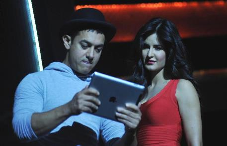 aamir and katrina-dhoom 3-showbizbites-01
