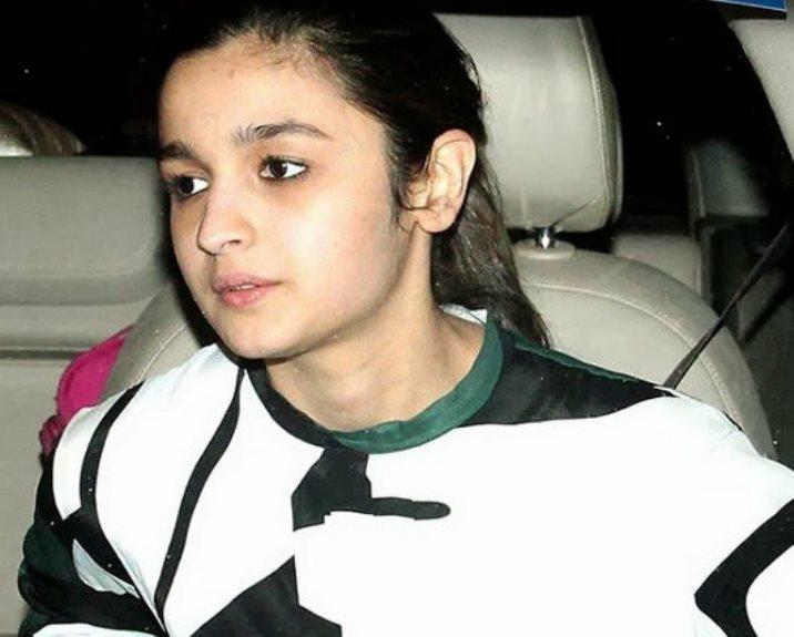 Alia Bhatt without makeup at highway screening-showbizbites