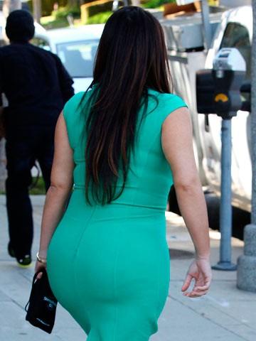 Kim-Kardashian-Bum-showbizbites-08