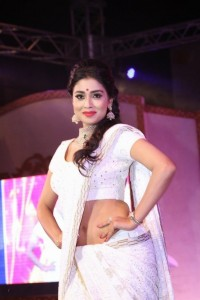 shreya at GR8 Women Awards-showbizbites-02