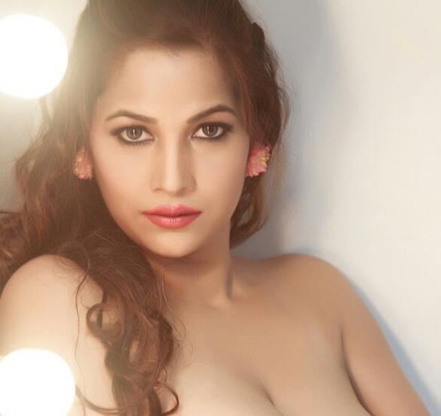 tanisha singh showing all-showbizbites