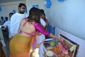 namitha hot back-showbizbites-01
