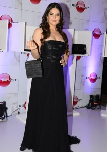 zarine khan at the launch-showbizbites-04