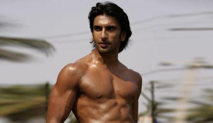 ranveer-shirtless-showbizbites-01
