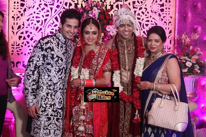 Mohit Malhotra Amruta Khanvilkar with husband Himmanshoo Ashok Malhotra and mom Anju Malhotra