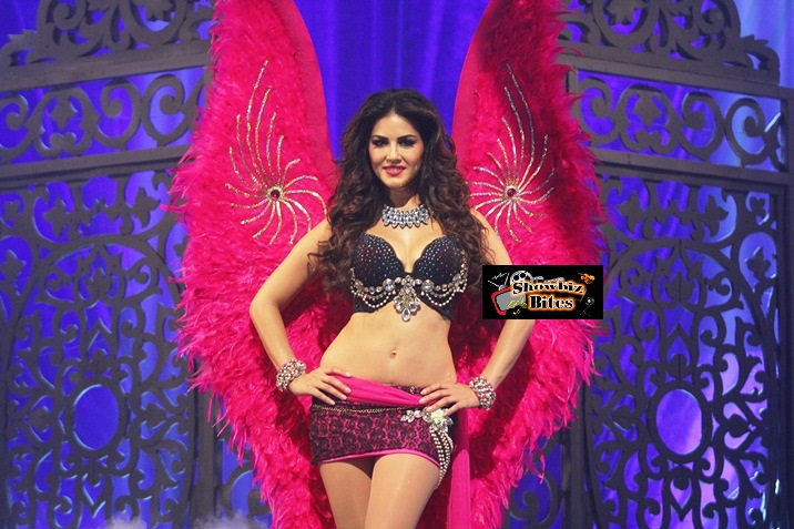 Sunny Leone in Victoria Secret Look (2)