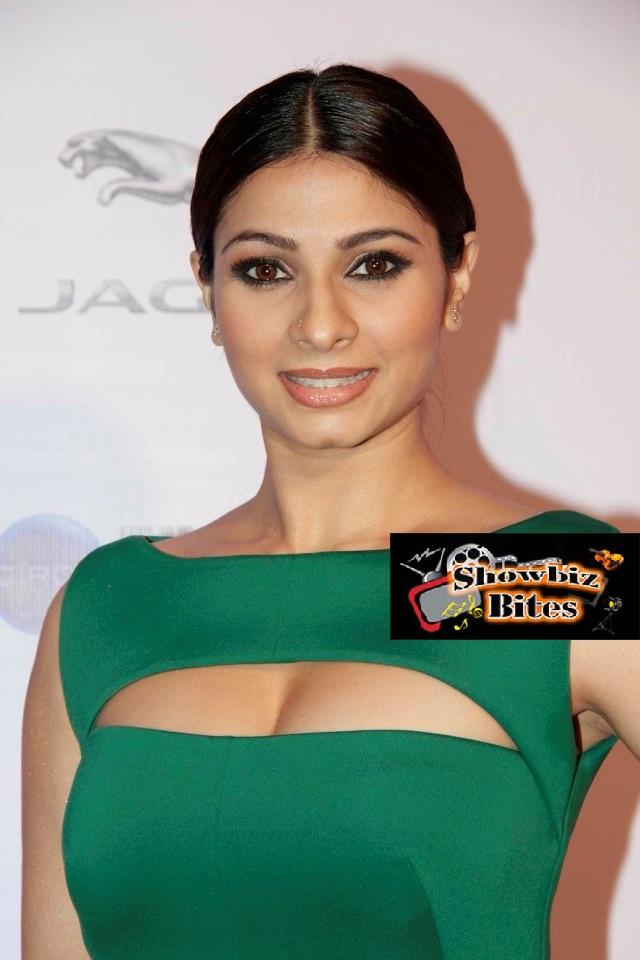 Tanishaa Mukerji At Filmfare Awards Red Carpet-03