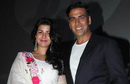 akshay with nimrat-airlift