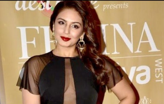 huma qureshi breast-04