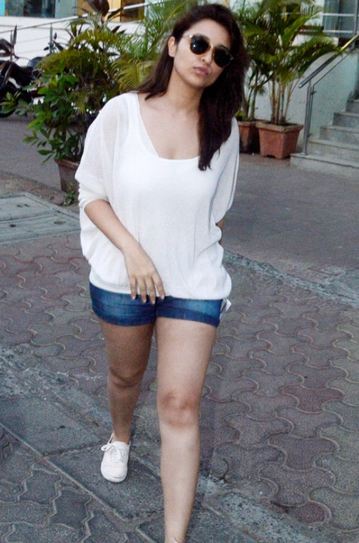 parineeti chopra at juhu-02