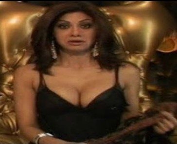 shilpa shetty deep cleavage-01