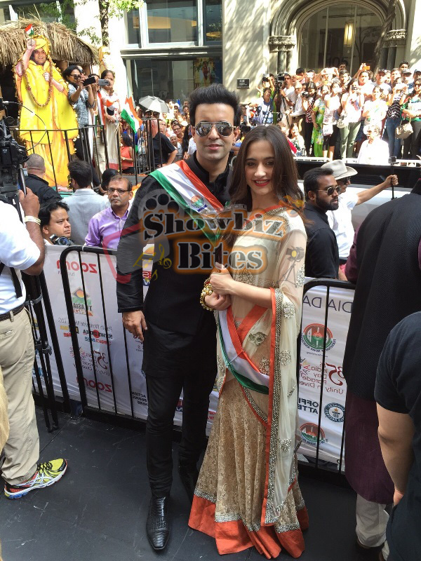 Aamir-Sanjeeda-at Indian Independence Day Parade in US-01