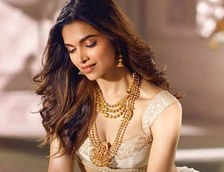 Pix deepika padukone looks damn gorgeous in jewelry for Deepika padukone new photoshoot for tanishq jewelry divyam collection