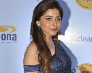 Kanika Kapoor's Hot Style Statement in a Sari