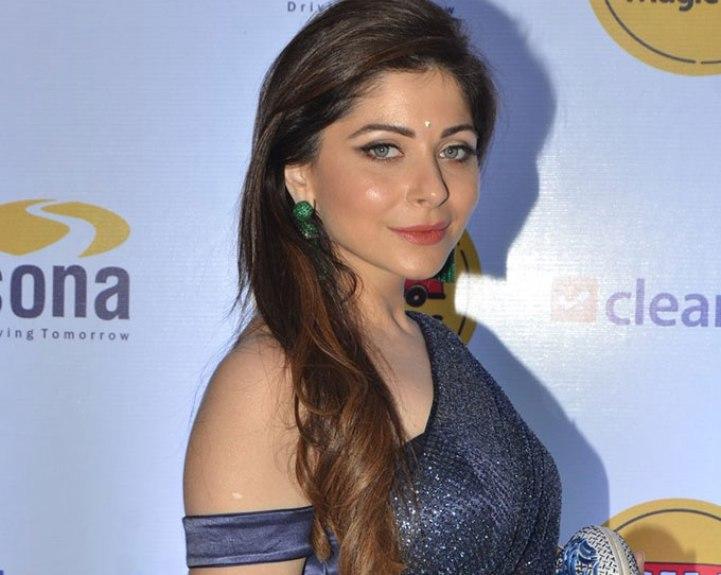 Kanika Kapoor's Hot Style Statement in a Sari | Showbiz Bites