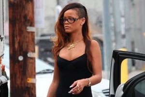 Rihanna's Tiny Black Dress – Thumbs Up for This Style Statement