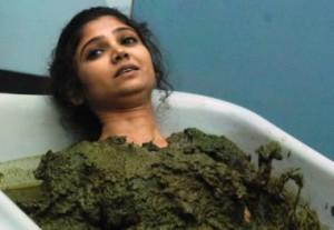 Bigg Boss 7 Day 16 – Ratan Rajput Slips into Cow-Dung Tub