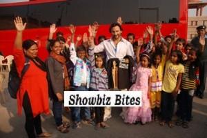 Saif Ali Khan Meets and Eats Lunch with NGO Kids