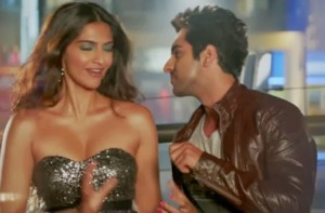 Juicy Pictures of Sonam Kapoor's Cleavage in Bewakoofiyaan