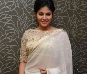 Pictures: Anjali Looks Damn Gorgeous in Saree