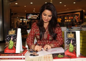 Photos: Tisca Chopra Signs Her Book 'Acting Smart' at Crossword Stores