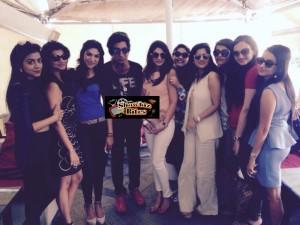 Shakti Kapoor Mobbed by Girls in Delhi