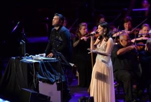 Kanika Kapoor Performs with Naughty Boy at Royal Albert Hall in UK