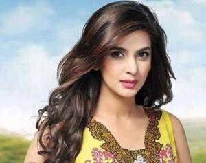 Pakistani TV Actress Saba Qamar Makes Bollywood Debut Opposite Irrfan Khan